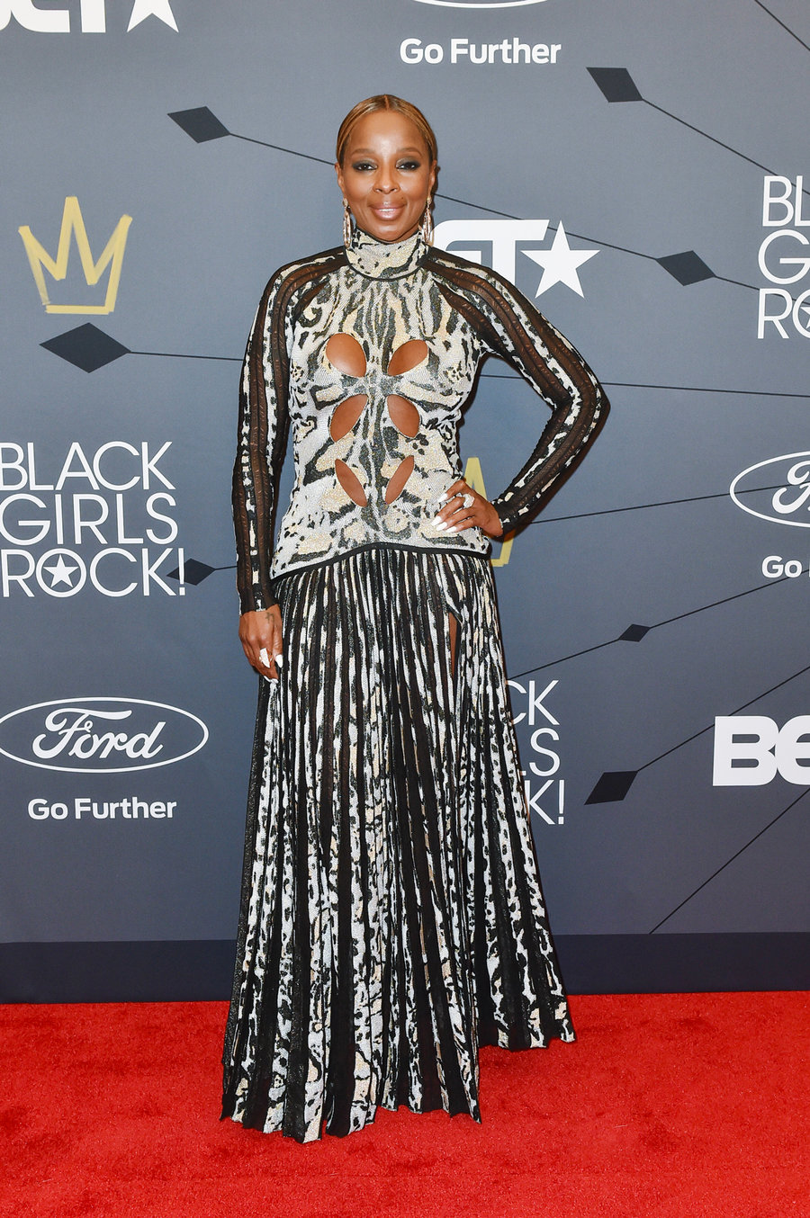 mary-j-blige-black-girls-rock-red-carpet-2018-billboard-1240